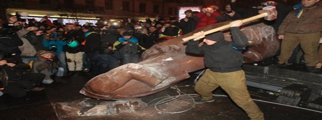 Lenin falls in Kiev
