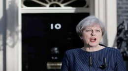 Four resignations in the cabinet of Theresa May are jeopardizing the Brexit deal agreement