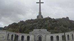 Spain agrees to dig up dictator Franco