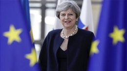 Theresa May repeats Alexis Tsipras' mistake