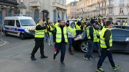 The 'gilets jaunes' movement is not a Facebook revolution